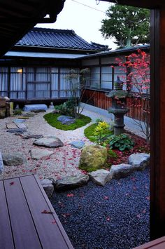 classic Garden by 株式会社アトリエカレラ Japanese Garden Backyard, Small Japanese Garden, Japanese Style House, Traditional Japanese House, Japan Garden, Japanese Home Decor, Japanese Garden Design, Zen Garden Design, Classic Garden