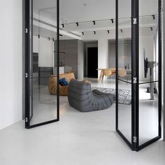 Do you love modern architecture? There are so many reasons why modern design is so popular. Here is some design inspiration for your modern home. Home Interior Design, Interior Architecture, Modern Interior, Zeitgenössisches Apartment, White Apartment, Contemporary Apartment, Internal Doors, Pivot Doors, Design Case