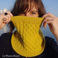 Bee Cowl. Diseñado por Ángela Gómez Ortega para La Maison Bisoux