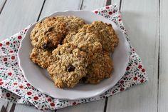 I cookies all'avena e frutta secca senza burro, uova e lattosio sono leggeri, sani e nutrienti. Un ottimo peccato di gola da consumare durante il giorno