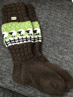 Awesome Socks, Cool Socks, Knitting, Fashion, Socks, Moda, Tricot, Fashion Styles, Breien