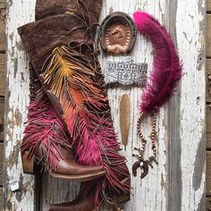 we're headed to the @lasvegasnfr for the first time ever!! and the word on the street is that it's like dolly parton and willie nelson's closets collided in a perfect star party with a little bit of jimi hendrix thrown in. WE. CAN'T. WAIT. sooooooo, fashionistas, what should we wear? what's your best NFR style tips?  #itsallaboutthatfringe #spiritanimalboots #junkgypsyboots #ombre