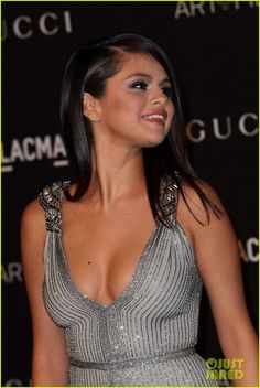 selena gomez sparkles at lacma galas 05 Selena Gomez makes her stylish appearance on the black carpet at the 2014 LACMA Art + Film Gala honoring Barbara Kruger and Quentin Tarantino presented by Gucci…