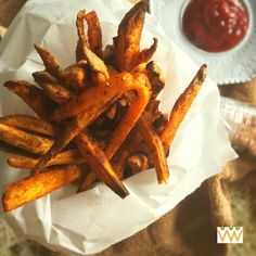 Oven Baked Crispy Sweet Potato Fries. Get the crispiness of classic french fries without the added oils!   itsavegworldafterall.com