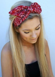 12 Grown-Up Ways to Wear a Bow in Your Hair - Violet Here's a more teen hairstyle for the fourth! More of a grown up cute style! Straightened hair with a fun red bandana! Summer Hairstyles, Pretty Hairstyles, Cute Bandana Hairstyles, Glamorous Hairstyles, Teen Hairstyles, Hairstyles 2018, Hairstyles With Headbands, Straight Hairstyles, Blonde Hairstyles