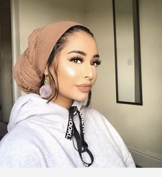 Earrings and hat Hijab Turban Style, Mode Turban, Hair Wrap Scarf, Hair Scarf Styles, Modern Hijab Fashion, Hijab Fashion Inspiration, Hijab Style Tutorial, Natural Hair Styles, Long Hair Styles