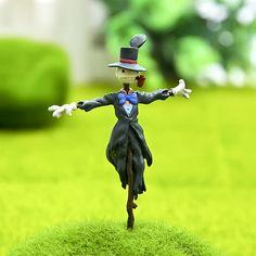 Fairy garden Miniature Howl's Moving Castle Scarecrow Terrarium  Accessories Mini Garden Accessories Plant /Dollhouse / Terrarium decor