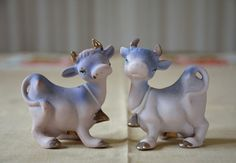 Pair of lavender cow salt and pepper shakers, shiny cowbells and hooves, Japan, lilac purple, gold, silver, anthropomorphic retro kitchen