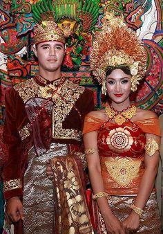 Prince Tjok Gus Kerthyasa and television star Happy Salma.