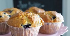 Elokuussa leivotaan varmasti jokaisessa keittiössä mustikkapiirakkaa ja -muffineita. Pitäähän niitä tehdä ainakin kerran vuodessa. ...