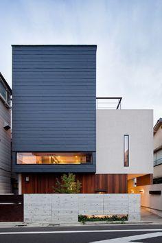 「中庭のある3階建て二世帯住宅」江戸川区::(株)中野工務店                                                                                                                                                      もっと見る