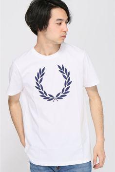 FRED PERRYTextured Laurel Wreath Tシャツ  FRED PERRYTextured Laurel Wreath Tシャツ 5940 FRED PERRYフレッドペリを象徴するアイコンローレル(月桂樹)を刺繍ワッペンで表現したインパクト大なTシャツ 幅広いコーディネートにマッチするベーシックなデザインそして抜群の伸縮性肌触りを与えてくれる上質なコットン ストリートスタイルからキレイめスタイルまで汎用性の高い1枚です FRED PERRY 1952年にテニス界の英雄ベストドレッサーでもあったフレデリックジョンペリーの愛称フレッドペリーがブランド名になり誕生しましたブランドマークには優勝メダルにレリーフされた月桂樹を起用今や世界的なブランドを確立しています モデルサイズ:身長:185cm バスト:83cm ウェスト:72cm ヒップ:93cm 着用サイズ:36