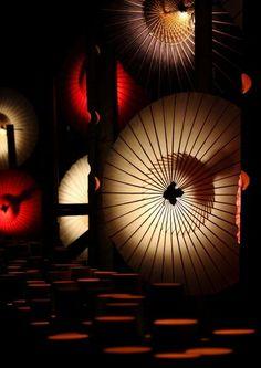 Japanese umbrellas, Wagasa. Japan. Photography by Chajimori on Ganref