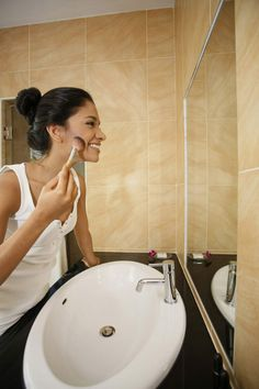 Shower water filters are a good way to enhance your skin and hair quality. The line filter in-line shower water filter is only installed after the shower arm. Best Bathroom Faucets, Bath Vanities, Loft Conversion Tips, Shower Bath Combo, Spa Shower, Shower Water Filter, Big Tub, Led Shower Head, Shower Bombs