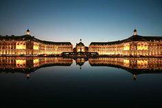 Burdeos a pesar de ser una ciudad muy famosa por sus vinos y viñedos, también reúne una serie de elementos que posiciona a este destino como el mejor lugar para vivir experiencias únicas en Francia y en Europa.