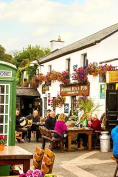 Established in 1798 and nestled in the Dublin Mountains, Johnnie Fox's is the highest pub in Ireland, and has quite a reputation when it comes to traditional music sessions. #IrelandLandscape