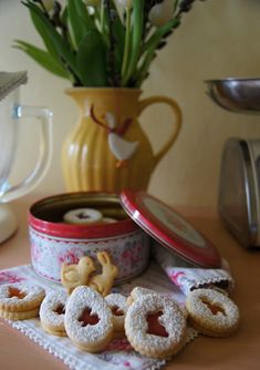 """V kuchyni """"Obyčejné ženy"""": Velikonoční linecké cukroví... Cereal, Breakfast, Food, Morning Coffee, Meals, Corn Flakes, Morning Breakfast, Breakfast Cereal"""