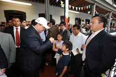 Con la participación de 143 empresas editoriales de todo el país, la vigesimotercera edición de la Feria Nacional del Libro Infantil y Juvenil inició esta tarde en el Colegio Preparatorio Xalapa. El gobernador Javier Duarte de Ochoa le dio inicio formal y saludó a niños y niñas.