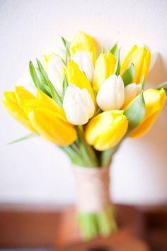 Best Ideas for wedding flowers tulips bouquet brides Tulip Bridal Bouquet, Tulip Wedding, Yellow Wedding Flowers, Aqua Wedding, White Wedding Bouquets, Yellow Weddings, Loft Wedding, Hand Bouquet, Yellow Bouquets