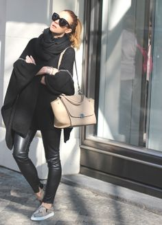 New outfit post. Street style. Oversize black jumper and skinny black fake leather pants. Slip on shoes and Celine Trapeze bag.