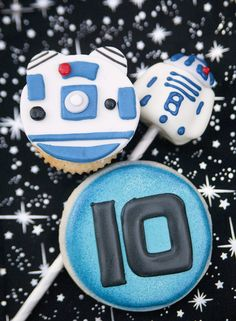 R2D2 Cookies and cake pop from a Star Wars Birthday Party on Kara's Party Ideas | KarasPartyIdeas.com (33)