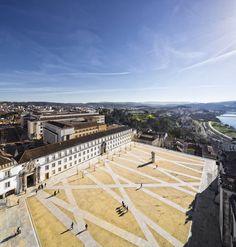 Pátio das Escolas, Coimbra_BB Arquitectos. A yard of gravel defining a network of paths connecting remarkable points.