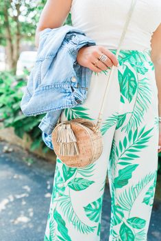Palm Print Pants / Summer Outfit / How to style palm prints for summer via Glitter & Gingham Spring Summer Fashion, Spring Outfits, Spring Style, Looks Style, My Style, Summer Pants, Summer Maxi, Summer Dresses, Style Casual