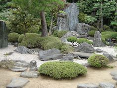 These rock fountains of rough-hewn, free-standing basalt or granite columns and basins have become such a hit in contemporary landscape design that even fast food joints have them now in parking. Dry Garden, Garden Gates, Landscape Concept, Landscape Design, Japanese Garden Style, Japanese Gardens, Rock Plants, Japan Garden, Design Jardin