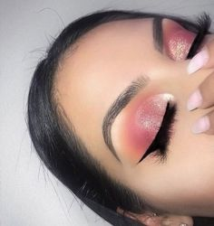 Makeup pink glitter Wing eyeliner eyebrows look baddie Pink Makeup, Glam Makeup, Pretty Makeup, Makeup Inspo, Eyeshadow Makeup, Makeup Inspiration, Drugstore Makeup, Pink Eyeliner, Blue Eyeshadow