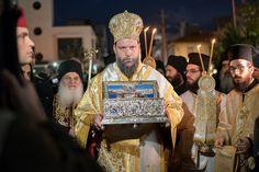 Υπομονετικά περιμένουν οι Αθηναίοι πολίτες να προσκυνήσουν το Ιερό κειμήλιο της Παναγίας από την επίγειο ζωή της, την Αγία Ζώνη που βρίσκεται από τις 3 Νοεμβρίου στην Αθήνα και θα παραμείνει ως τις…