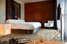 Deluxe rooms are spacious rooms with one or two beds with views of the village of Vilabuena de Álava. The in-room private bar offers a small selection of wines chosen by our sommelier, as well as beer and soft drinks. Free bottles of water courtesy of Viura.