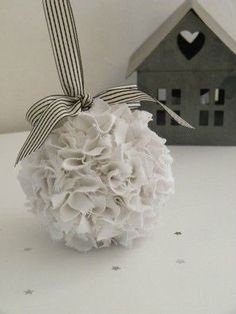 Tissue balls - with ribbon for end aisle chairs Christmas Love, Diy Christmas Ornaments, Christmas Decorations, Cute Crafts, Diy And Crafts, Christmas Inspiration, Flower Crafts, Advent, Tissue Balls