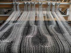 RailReed - adjust warp density while you weave Weaving Designs, Weaving Projects, Weaving Patterns, Textile Patterns, Textile Design, Fabric Design, Loom Weaving, Hand Weaving, Textile Fiber Art