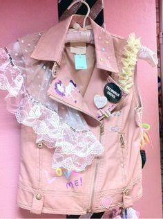 Retro punk fairy kei vest jacket in pink. Mode Harajuku, Harajuku Fashion, Kawaii Fashion, Punk Pastel, Style Pastel, Style Kawaii, Mode Kawaii, Pastel Fashion, Diy Fashion