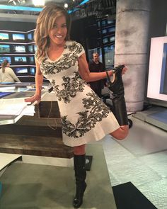 Robin Meade - hot dress and stiletto boots Sexy Boots, Cool Boots, Sexy Heels, High Boots, Knee Boots, Black Knee Length Boots, Robin Meade, Sexy Cowgirl, Stiletto Boots