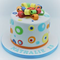 Patricia is a professional cake designer in Brussels. She created Patricia Creative Cakes to make people happy with her cake creations. Cake Decorating Courses, Wilton Cake Decorating, 2 Birthday Cake, Rainbow Birthday, 4th Birthday, Housewarming Cake, Cupcakes, Icing Recipe, Creative Cakes