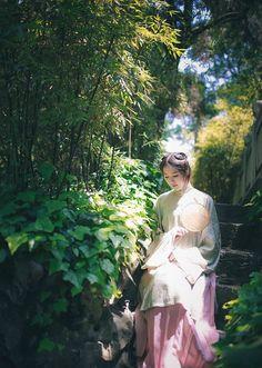 长安月 (Traditional Chinese clothes, hanfu by 吃货娃娃. This...)