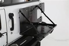 Part Number: 2793 Fits 2007 to 2016 Wrangler, Rubicon and Unlimited 2 and 4-door models Built-in cup holders Can be mounted with table top up or down Keeps your food out of the dirt Fits with factory