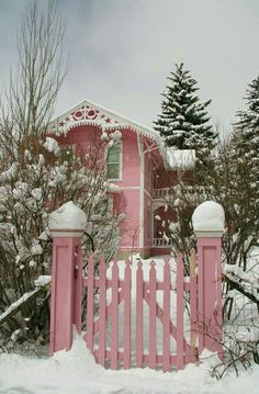 For more Pins and Ideas for Christmas in Pink, Pink Vintage or Shabby Chic… Pretty In Pink, Pink Love, Decoration Shabby, Rosa Pink, I Believe In Pink, Pink Houses, Everything Pink, Perfect World, Cozy Cottage