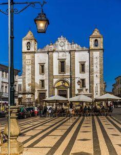 Entre azeites, história e cultura no Alentejo - via Embarque na Viagem 25.05.2015 | No centro-sul de Portugal, um roteiro que contempla olivais, construções milenares e belas paisagens #portugal #turismo #viajar Foto: Évora 14 - Crédito VictorCarvalho.com.br