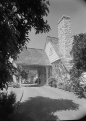 Residence, Bert Lahr, Exterior: Photographer: Maynard L. Parker, The Huntington Library, San Marino, California
