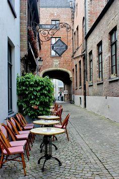 Bistro 'Le Merveilleux' in #Bruges. Recommended by #Hotel Navarra #Brugge http://www.hotelnavarra.com/en/info/1447/Restaurants.html