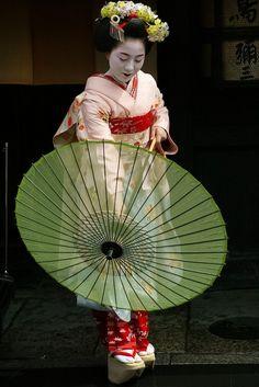 Fukuteru as junior maiko by WATASAN on Flickr
