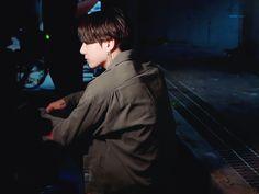 Jungkook Selca, Maknae Of Bts, Taehyung, Drama Gif, Bts Big Hit, Korean Birthday, Jeon Jeongguk, Bts Photo, Record Producer