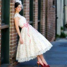 Vintage-Lace-Short-Beach-Wedding-Dress-White-Ivory-A-Line-Tea-Length-Bridal-Gown