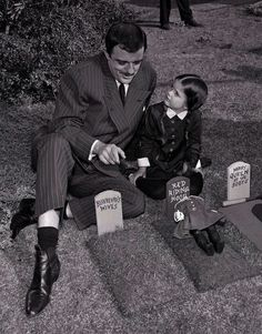 John Astin as Gomez and Lisa Loring as Wednesday in The Addams Family The Addams Family 1964, Addams Family Tv Show, Adams Family, Los Addams, John Astin, Gomez And Morticia, Charles Addams, Mejores Series Tv, Carolyn Jones