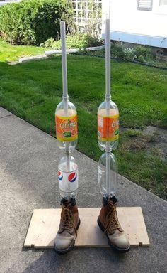 The Best DIY Kid Friendly Fun Fall Craft & Decorating Ideas Body forms for life size props utilize PVC frames and simply add empty 2 liter bottles for leg filler. Incidentally, the necks of the bottles fit PVC pipe perfectly.Hello my fellow haunters. Diy Deco Halloween, Deco Haloween, Casa Halloween, Halloween Haunted Houses, Holidays Halloween, Halloween Crafts, Halloween Forum, Halloween Yard Ideas, Halloween Recipe