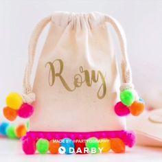 Make Personalized Pom Pom Party Favor Bags #darbysmart #gift #partyfavor #diy #artsandcrafts
