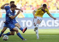 ギリシャ戦の後半、ゴールを決めるコロンビアのロドリゲス(右)=14日、ベロオリゾンテ(AFP=時事) ▼15Jun2014時事通信 コロンビア、抜群の攻撃力=堅守のギリシャを圧倒〔W杯〕 http://www.jiji.com/jc/zc?k=201406/2014061500028 #Colombia_Greece_group_C #Brazil2014 #James_Rodriguez