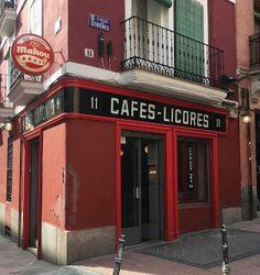 El Bar Antonio está en la calle Quiñones, 11, esquina San Dimas, 9, en Malasaña.